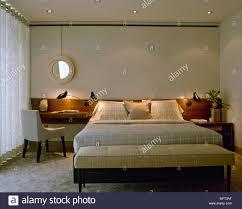 modernes hotel wie schlafzimmer bett polstersitz kopfteil