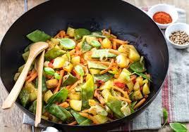 cuisiner pois mange tout wok de pommes de terre et pois gourmands recettes de cuisine