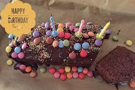 geburtstagskuchen schokoladenkuchen mit smarties unser