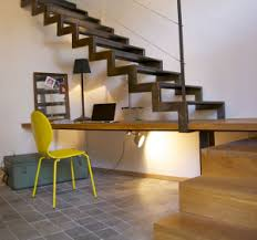 sous bureau créer un coin bureau sous l escalier habitatpresto