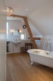 freistehende badewanne in modernem englischen badezimmer