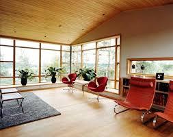 viel holz im hellen wohnzimmer bild 6 schöner wohnen