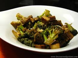 cuisiner du brocoli délicieux tofu fumé sauté au brocoli recette vegan végétarienne