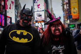 Greenwich Village Halloween Parade 2015 by Nyc Halloween Guide Best Events Parades And Parties Cbs New York