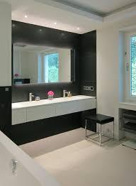 waschtisch im wannenbad mit gräsern modern badezimmer