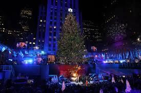 Rockefeller Christmas Tree Lighting 2014 Watch by 20 Images Of The Rockefeller Center Christmas Tree Through The Years