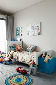 kinderzimmer mit spielsachen auf bild kaufen 11179507