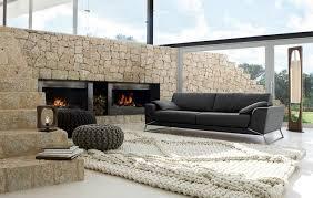 wohnzimmer ideen für schwarzes sofa wie richtig kombinieren