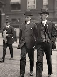 A Popular Trend For Men Around 1910 Was The Transition Into More Comfortable Suits Which Featured High Collars And Bold Stripes