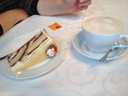 bild marzipan schoko torte zu cafe maldaner in wiesbaden