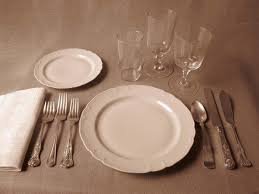 American Formal This Ones For A Three Course Meal That Starts With Fish Appetizer So Its Fork And Knife Are On The Outside Dinner Utensils Go In