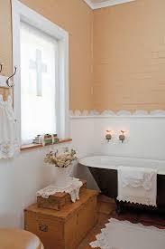 badezimmer mit spitzenbodüre als bild kaufen 11139071