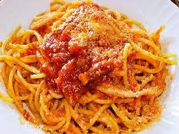 pates a l amatriciana la sauce amatriciana sugo all amatriciana en italien est une