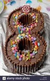 geburtstag kuchen in der form einer acht schokolade