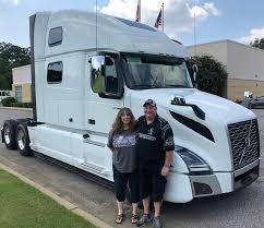 100 Expediter Trucks Services Women In Trucking Team Up To Help Women