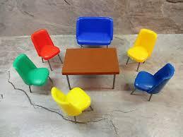 fürs puppenhaus esszimmermöbel aus den 60er jahren