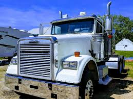FREIGHTLINER TANDEM AXLE DAYCAB FOR SALE | #7107
