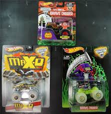 Hot Wheels Lot Of 3 Monster Trucks Halloween Glow Grave Digger Max D ...