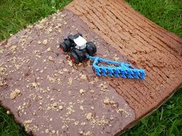 schokoladiger traktor kuchen zwischen braderup und ken