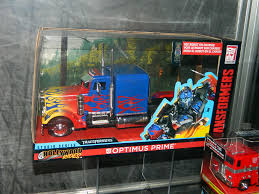 Jada Diecast Optimus Trucks | TFW2005 - The 2005 Boards