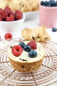 brioche mit schokolade vanillepudding und früchten 1 jpg 683