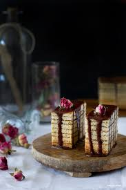 baumkuchen o pastel de árbol dulces para un ángel