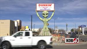 Huge Alien Welcomes Customers In Roswell | KOB 4