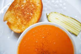 frische tomatensuppe mit kräutern