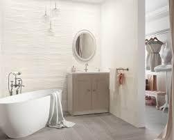 subtiles bad in verbindung mit einer garderobe ceramika
