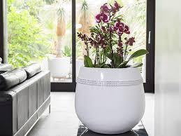pflanzkübel yoro mit dekosteinen aus fiberglas in hochglanz
