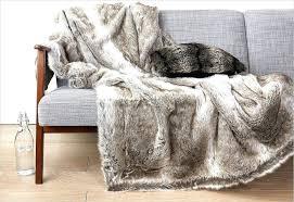 plaide canapé plaids pour canape ambiance cocooning avec ce plaid imitation