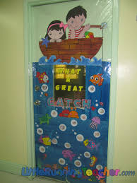 Kindergarten Thanksgiving Door Decorations by Backyards Classroom Door Decor Little Running Teacher Img 3393