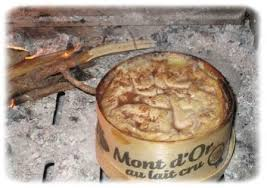 fondue au mont d or et vin du jura acidulé comme un bonbon