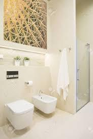 dusche mit glastür im neuen luxus badezimmer