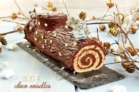 comment decorer une buche de noel bûche de noël roulée traditionnelle au chocolat facile et rapide