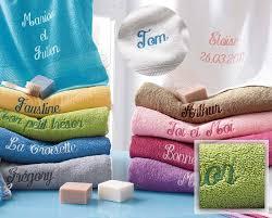 serviette de bain brodée personnalisée prénom time s cadeaux