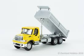 100 Yellow Dump Truck Internationalreg 7600 3Axle HeavyDuty Walthers