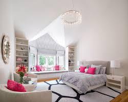 jugend mädchenzimmer runder kronleuchter rosa dekokissen