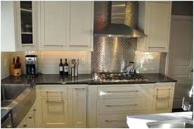 photo de cuisine amenagee credence cuisine inox mirrored mosaic tile a lovely cuisine amenagee