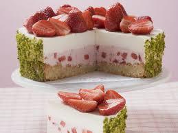 joghurt erdbeer torte mit pistazienmantel
