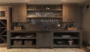 casier à bouteilles cave à vin et refroidisseur dans la cuisine