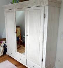 schrank massivholz kleiderschrank wohnzimmer weiß mit rosa