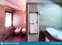 modernes weißes badezimmer design luxus interieur italien