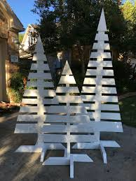 33 Ideas Of Wooden Christmas Tree For Backyard