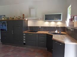 cuisine grise avec plan de travail bois en photo newsindo co