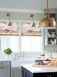 raffrollo für küche eine praktische dekoration für die fenster