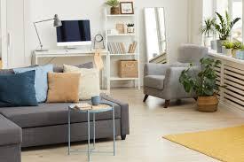 modernes apartment interieur in grauen und weißen farben und