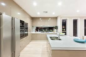 cuisine americaine de luxe cuisine américaine avec réfrigérateur et fixé au mur avec cabi