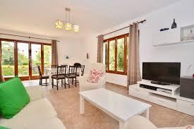 gepflegte ibiza style villa mit herrlichem garten in cala