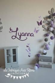 chambre enfant violet stickers prénom fille violet parme mauve papillons décoration